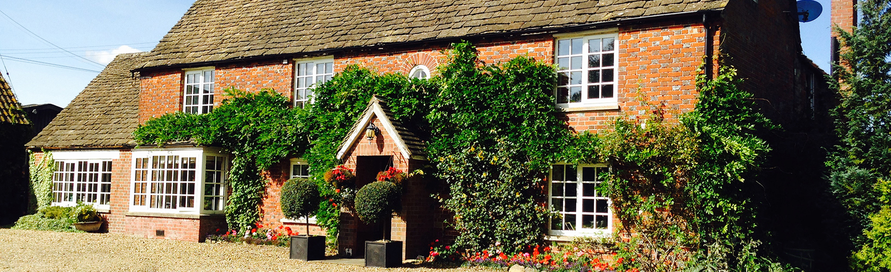 Welcome to Olivemead Farm a 250 acre farm in the heart of the Dauntsey Vale.